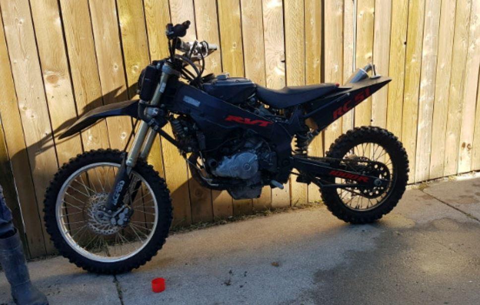 """Unexpected """"Dirt"""" Bike – 2002 Honda RC51 Custom"""