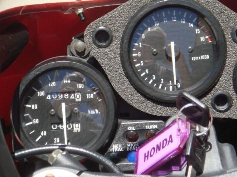 Honda RVF400 NC35 - Gauges