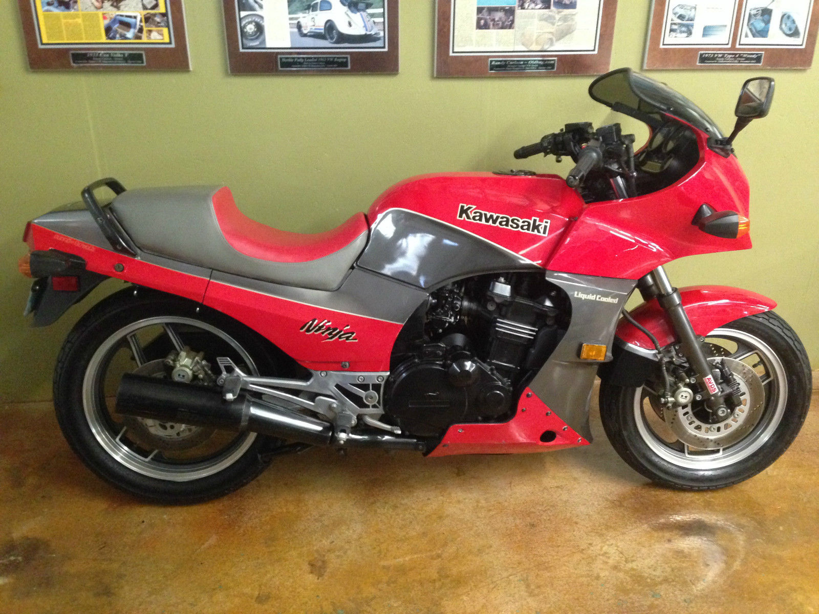 1090 Miles 1984 Kawasaki Ninja Gpz900r Bike Urious