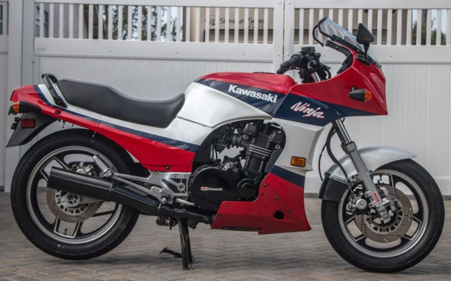 Well Preserved 1986 Kawasaki Ninja Gpz900r Bike Urious