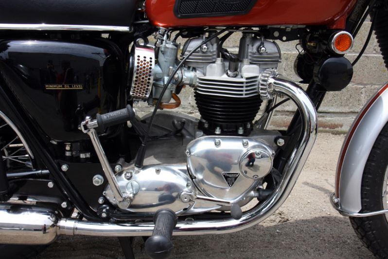 Triumph Bonneville - Engine