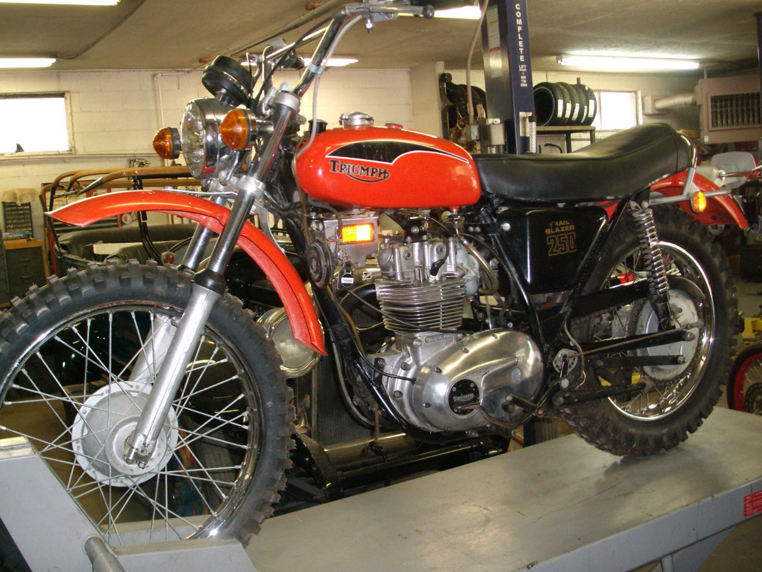 1971 Triumph T25T Trailblazer – Bike-urious