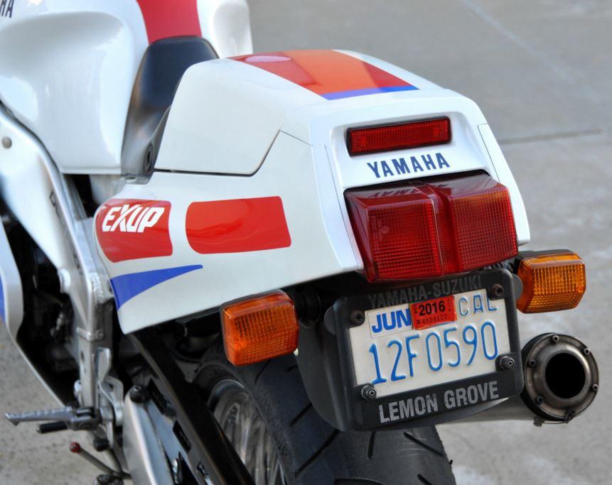 Yamaha FZR1000 - Rear