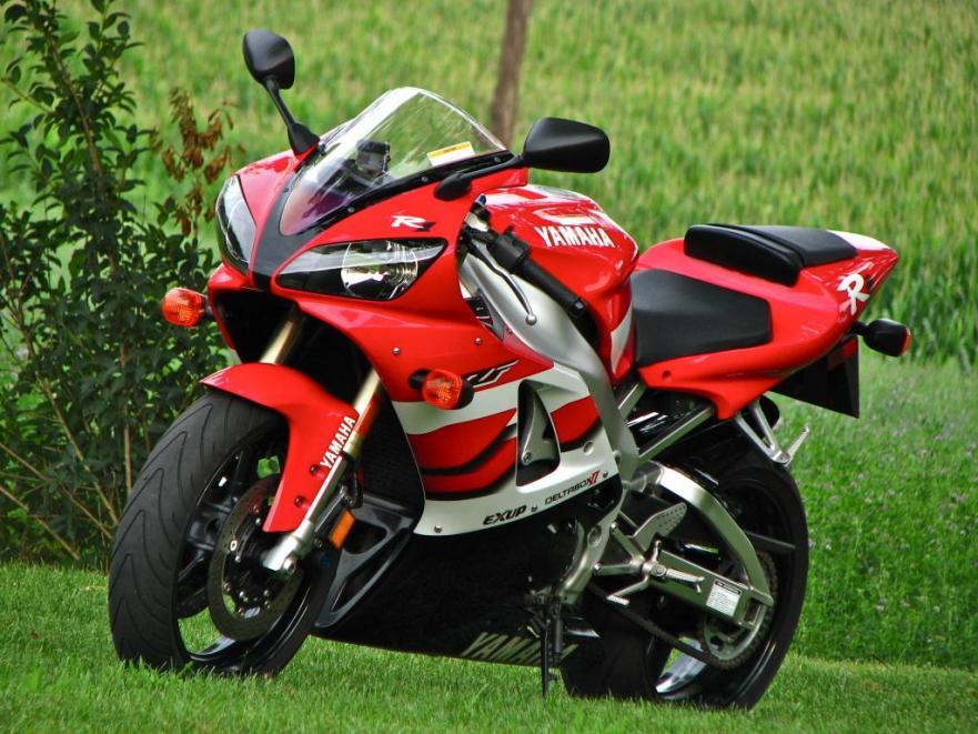 Yamaha R1 - Front