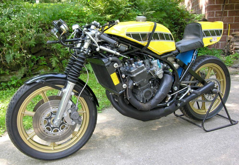 Yamaha TZ750B - C&J Frame - Left Side Naked