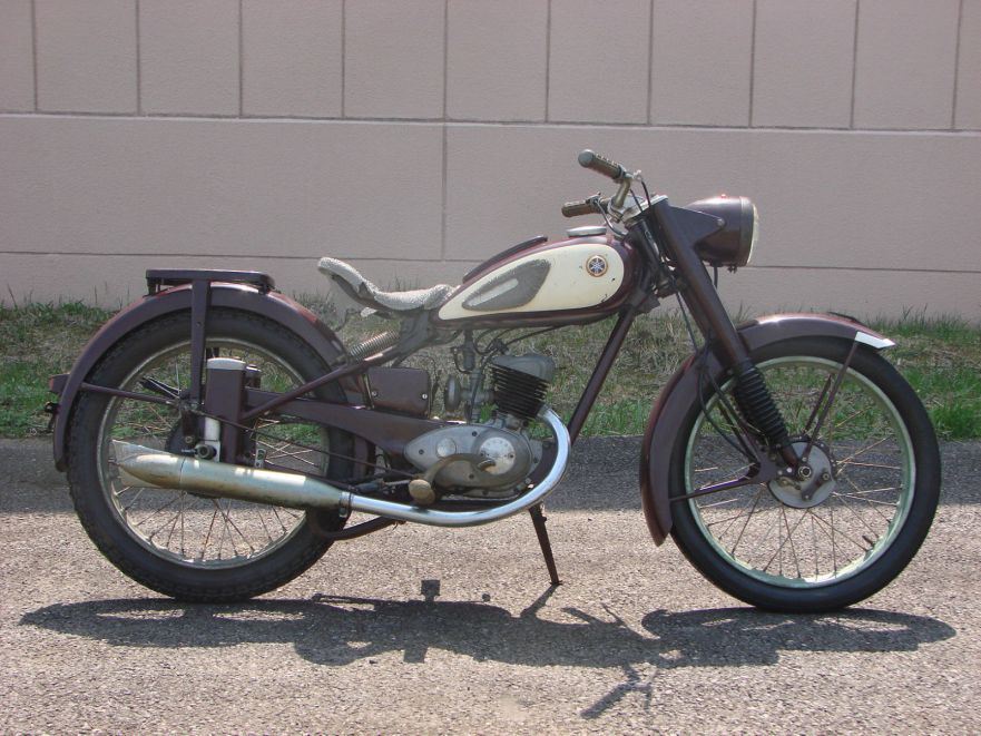 the first yamaha 1957 yamaha ya1 bike urious. Black Bedroom Furniture Sets. Home Design Ideas