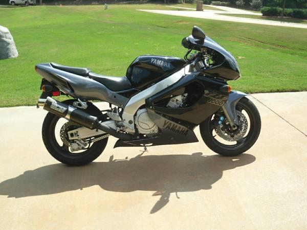 Yamaha YZF1000R - Right Side