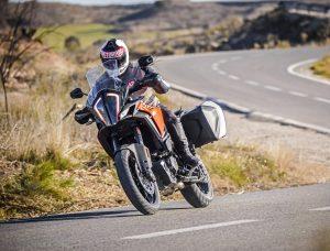Nya KTM 1290 Super Adventure S, är en stor offroadtourer där fokus ligger på komfort; att köra långt, med packning och passagerare.