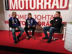 Vesa Kallio och Niki Tuuli intervjuas av Petri Suuronen om den nya VM-satsningen i Supersport med Yamaha.