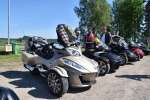 Vi förevisas den trehjuliga Can Am.