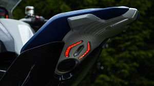 bmw-motorrad-concept-9cento-005jpg