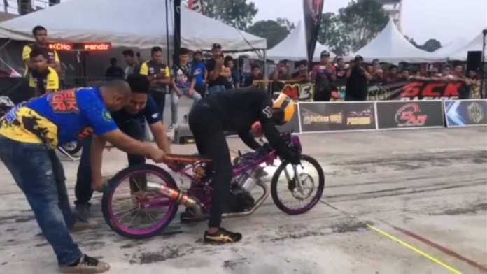 Drag Racing In Thailand Is Like Nothing You've Seen