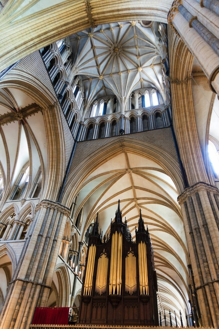 UK's grandiose lincoln cathedral ceiling