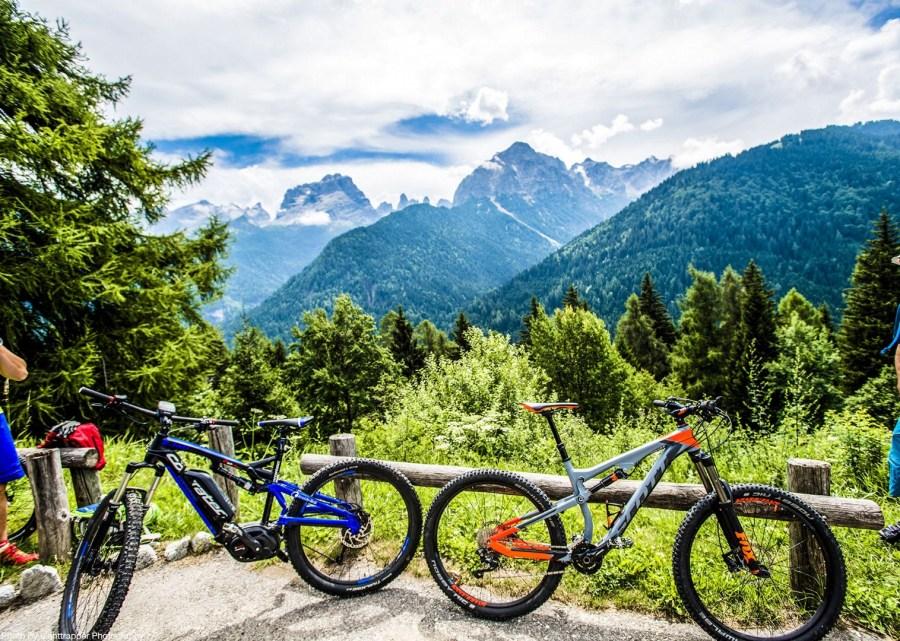 Holiday.1018.25104 full - Electric Mountain Bike Trips in Sierra Nevada
