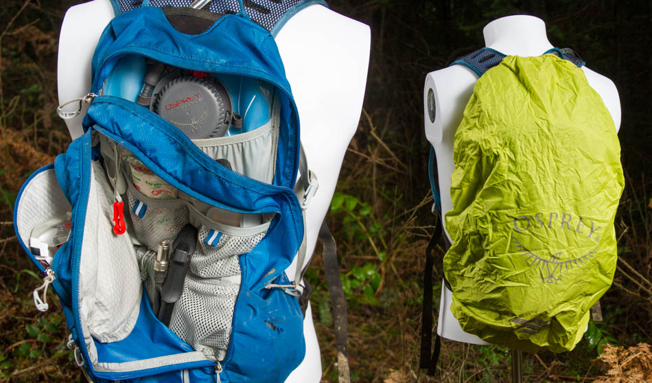The included 2.5 liter water bladder has its own slot in the main storage compartment, while tools and other goodies are handled by the dividers in the j-zip compartment. The build-in rain cover generously covers the full pack, and doubles as high visibility if you're caught on a road after dark.