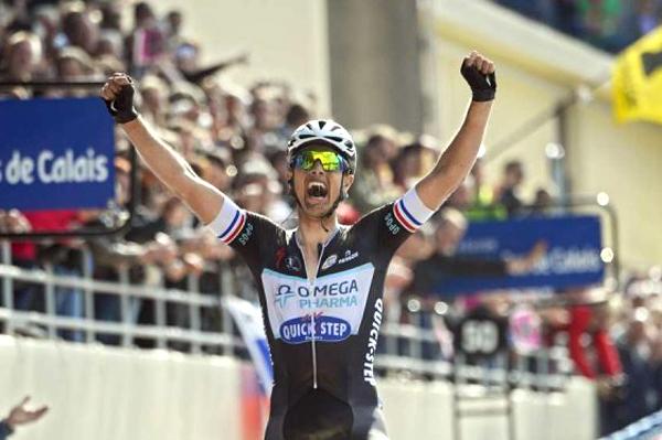 Niki Terpstra feliz da vida na vitória da Paris-Roubaix 2014