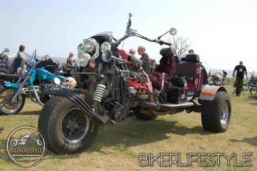 bum-in-the-mud-112