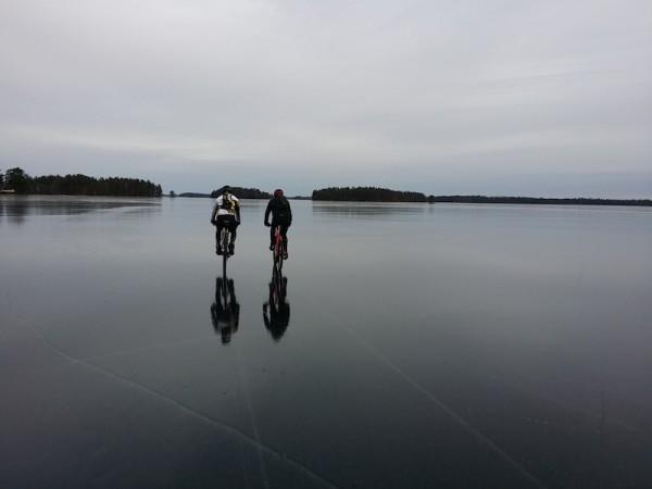 bikerumor pic of the day Öjaren in Sweden near Sandviken