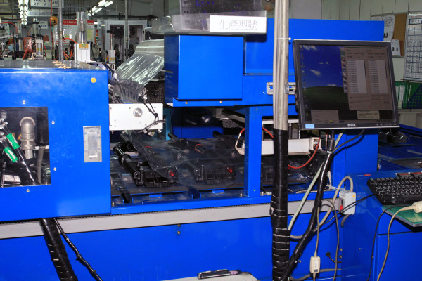 SRAM Taiwan Factory Tours Suspension Shifters Derialleurs Carbon production048