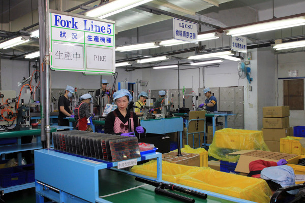 SRAM Taiwan Factory Tours Suspension Shifters Derialleurs Carbon production052