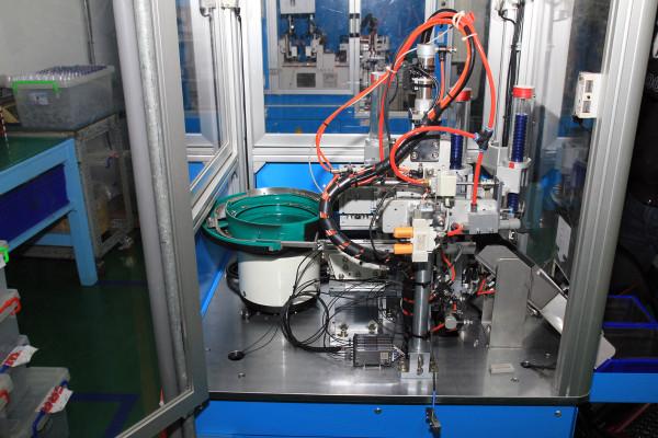 SRAM Taiwan Factory Tours Suspension Shifters Derialleurs Carbon production056