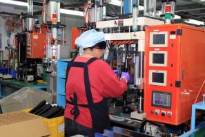 SRAM Taiwan Factory Tours Suspension Shifters Derialleurs Carbon production057