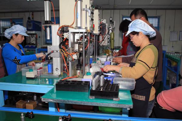 SRAM Taiwan Factory Tours Suspension Shifters Derialleurs Carbon production062