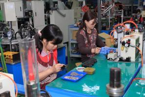 SRAM Taiwan Factory Tours Suspension Shifters Derialleurs Carbon production065
