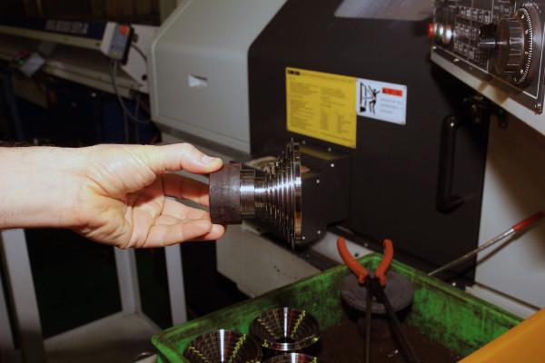 SRAM Taiwan Factory Tours Suspension Shifters Derialleurs Carbon production094