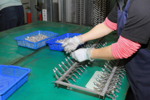 SRAM Taiwan Factory Tours Suspension Shifters Derialleurs Carbon production135