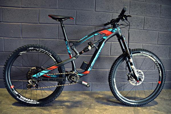 Lapierre_Spicy-Team_carbon_Enduro_mountain-bike_hallway-complete