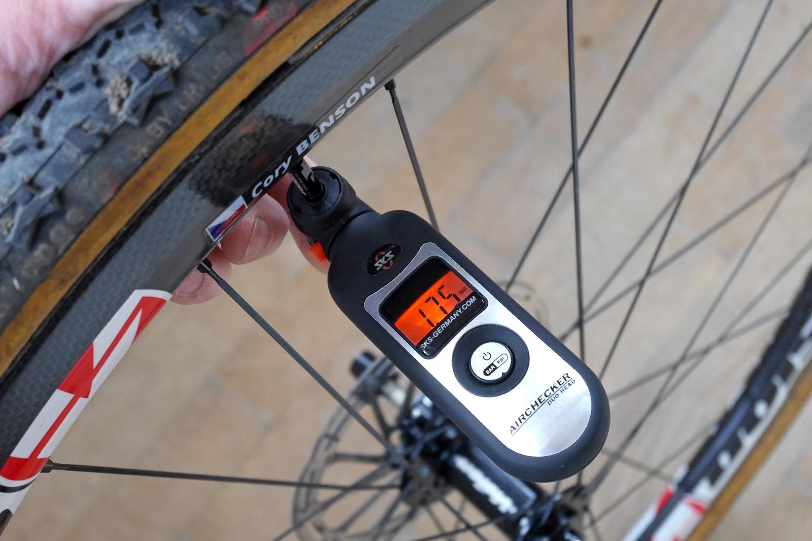 Cx Review Sks Airchecker Digital Pressure Gauge Updated Bikerumor
