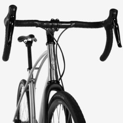 Bunditz_Model-0-Zero_belt-drive-titanium-commuter-bike_front-end