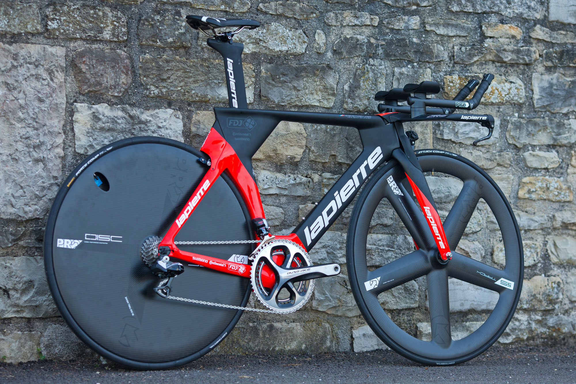 06e2c3362 Lapierre updates road for 2017 from gravel to time trial
