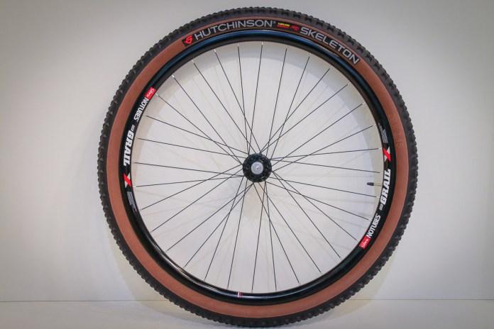 EB18: Hutchinson teases Connec'tires wireless pressure sensor & tan wall tires