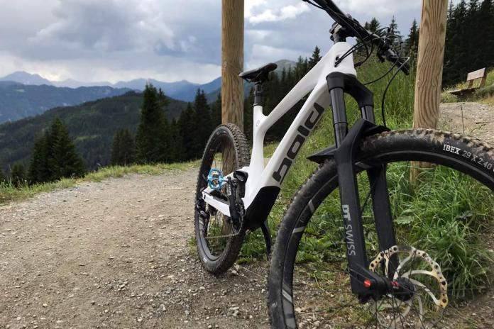 DT Swiss F535 ONE air-coil trail mountain bike suspension fork is one of the best suspension forks