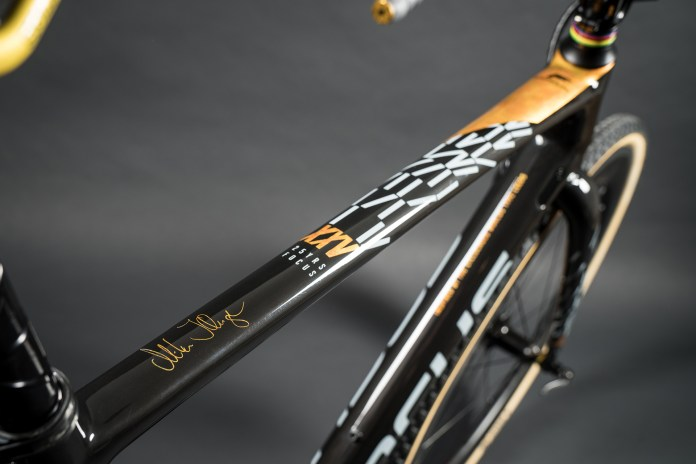 Focus celebrates 25 years w/ one off 24k gold MARES CX bike