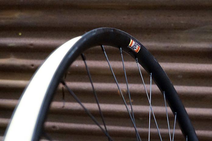 화이트 산업 자갈 자전거와 완전한 바퀴 용 G25A made-in-usa 합금 림
