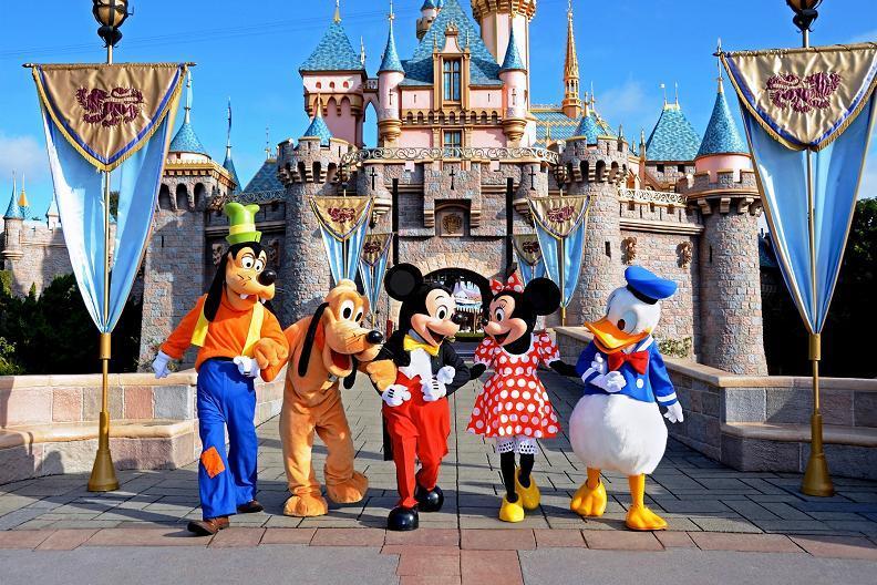 Four one-day Disneyland Park Hopper passes (Retail Value: $628)
