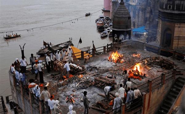 عاجل.. الهند تحطم الرقم القياسي في عدد الإصابات بكورونا وتسجل وفاة كل 4 دقائق وحرق جماعي للجثث