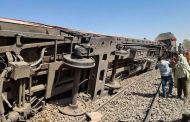 مصر.. 11 قتيلا و 98 جريحا في حادث خروج قطار عن القضبان