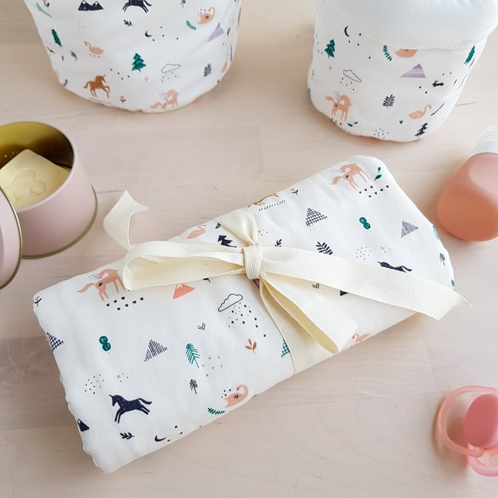 cadeau naissance bebe fille licorne rose blanc createur francais fee rose