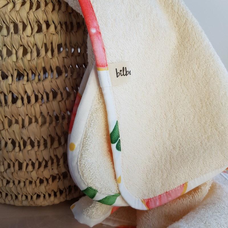 cape bain bebe sortie peignoir enfant naissance serviette drap capuche pamplemousse france coton bilboquet createur lyon