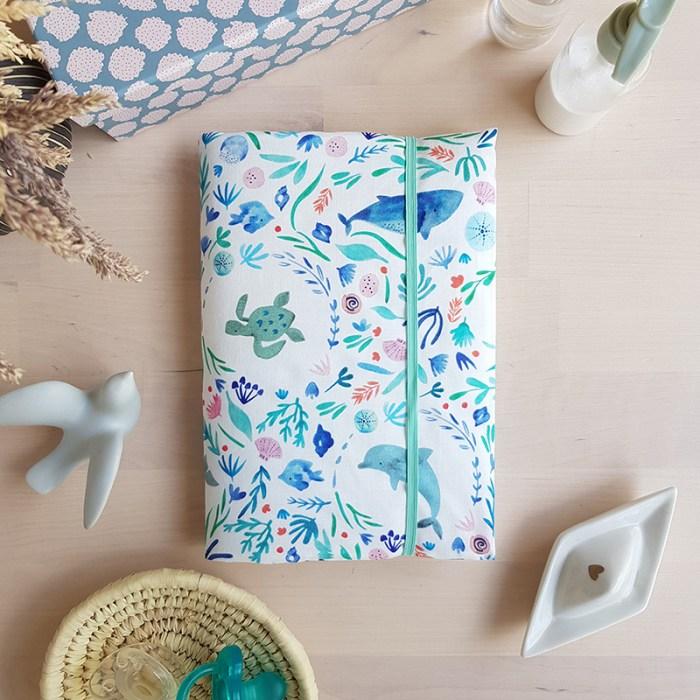 protege carnet sante housse bebe garcon bleu cadeau marque createur fille dauphin baleine oekotex standard lyon