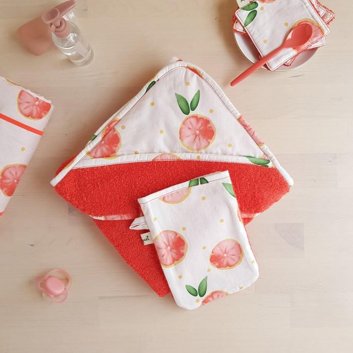 cape de bain sortie serviette pamplemousse corail orange rouge cadeau naissance bebe fille createur made in france lyon bilboquet