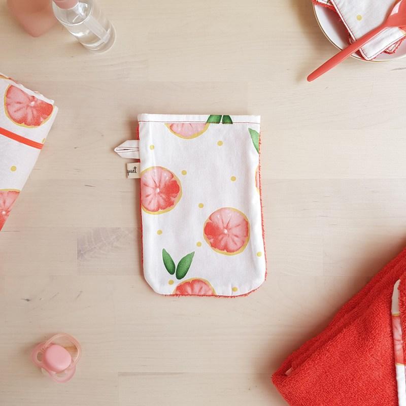 gant de toilette cape bain sortie serviette bebe fille garcon unisexe cadeau naissance original fait main orange rouge pamplemousse createur francais lyon bilboquet