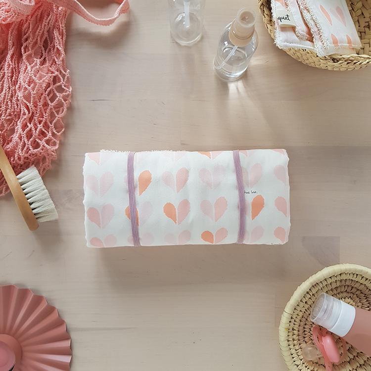 tapis langer nomade voyage matelas table langer liste cadeau naissance fille oekotex rose made fabrication france francaise lyon createur accessoire toilette bilboquet kids