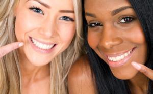 7744_dca-blog_teeth-whitening-two-women-pointing
