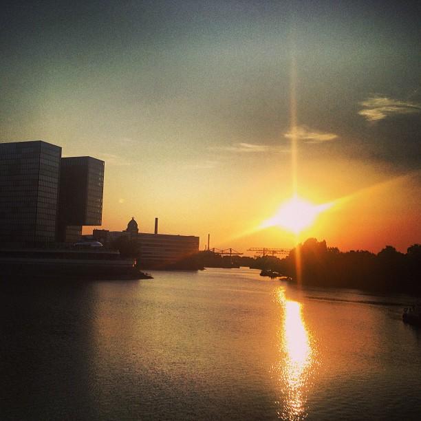 Abendlicht am Hafenbecken