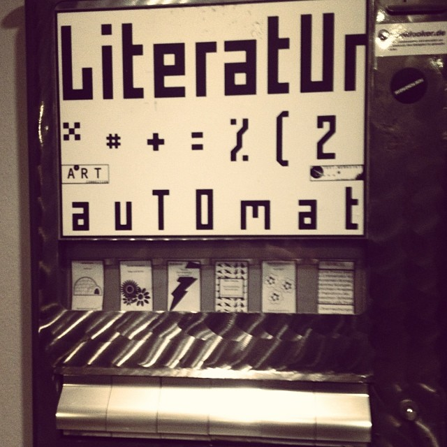 Lyrik to go. Ob es wohl noch mehr dieser Literatur-Automaten gibt?